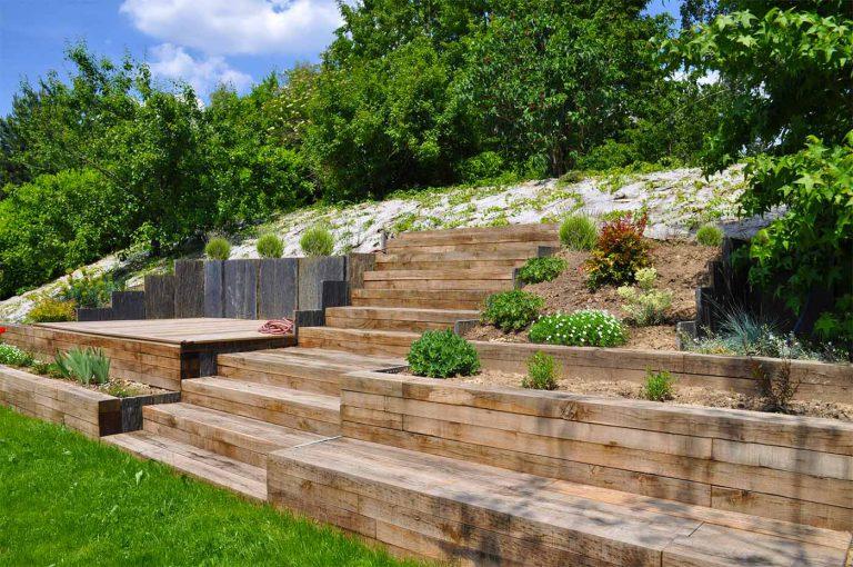 jardin plat avec butte talus vegetalise escalier traverse schiste sophie durin paysagiste
